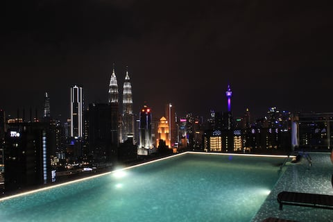 ExpressionZ - 1 Bedroom KLCC Rooftop Pool View