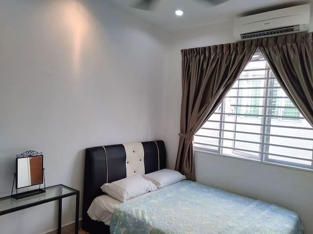 RelaxCozy~Private Bathroom~Wifi 100 Mbps~Air-Cond.