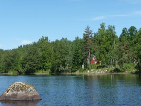 Great lakeside house, sunny, no neighbors