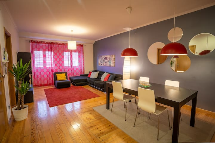 NEW! Cozy & Comfort, 10 minutes Airport and Center