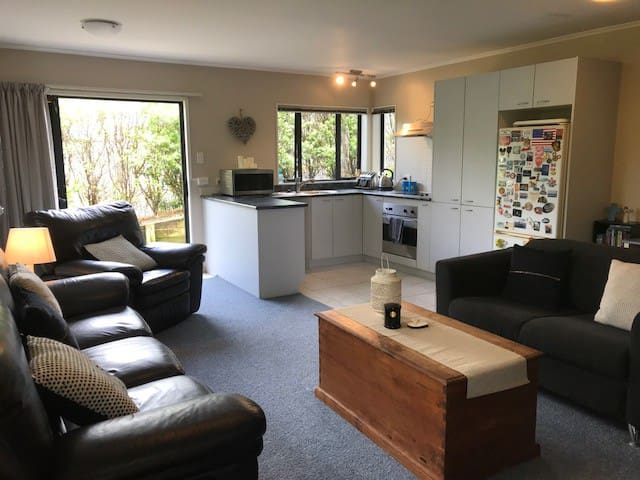 Awesome & Quiet 2 bedroom Unit