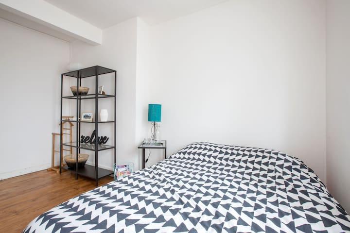 Petite chambre dans maison
