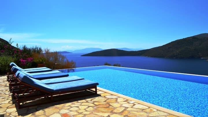 Villa Phoebe- sea views, pool, close to beach