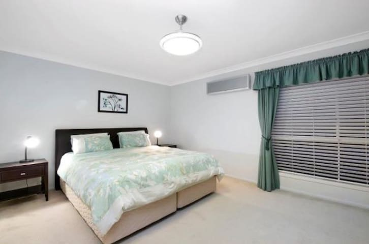 Brisbane Holiday Home (Bed & Breakfast.)