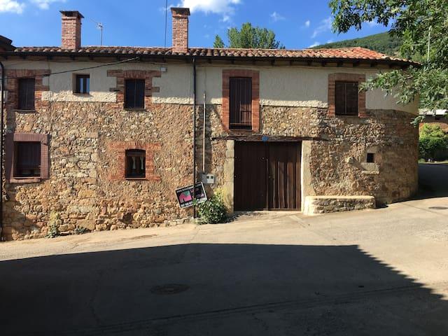 Bonita casa en pleno corazón de la montaña leonesa
