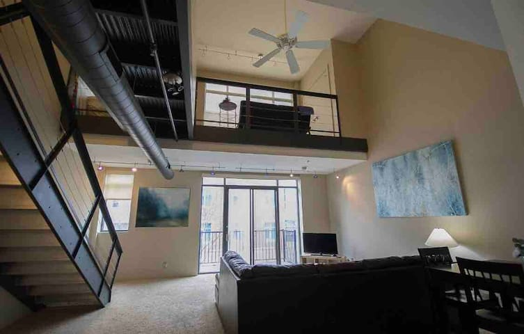 Spacious Downtown Loft on Bourbon Trail/I 65