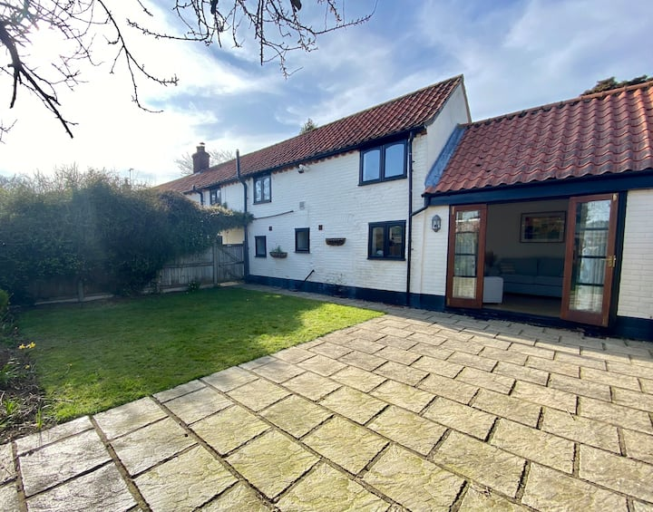 Charming 18th Century Cottage close to The Broads