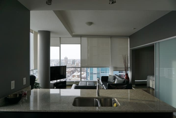 Great value, private, stunning views, heart of yyc