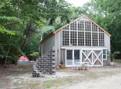 Charming, Rustic-Chic Amagansett Barn - East Hampton - House