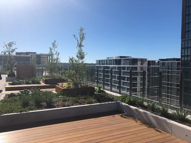 NEW STYLISH 1 BEDROOM + STUDY IN NORTH RYDE