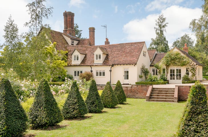 Stunning Tudor Country House