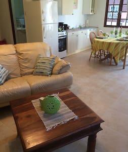 Great location near Eagle Beach! - Oranjestad-West - Departamento