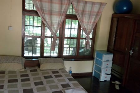 Big room in a friendly ground floor apartment - Dar es Salaam - Apartment