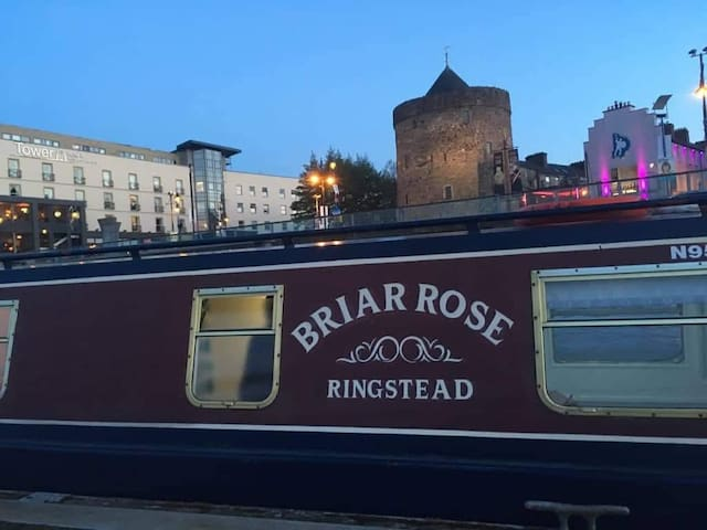 *CITY CENTRE*entire narrowboat(beside tower hotel