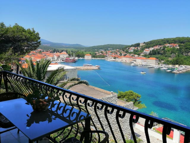 One bedroom Apartment, seaside in Jelsa - island Hvar, Balcony