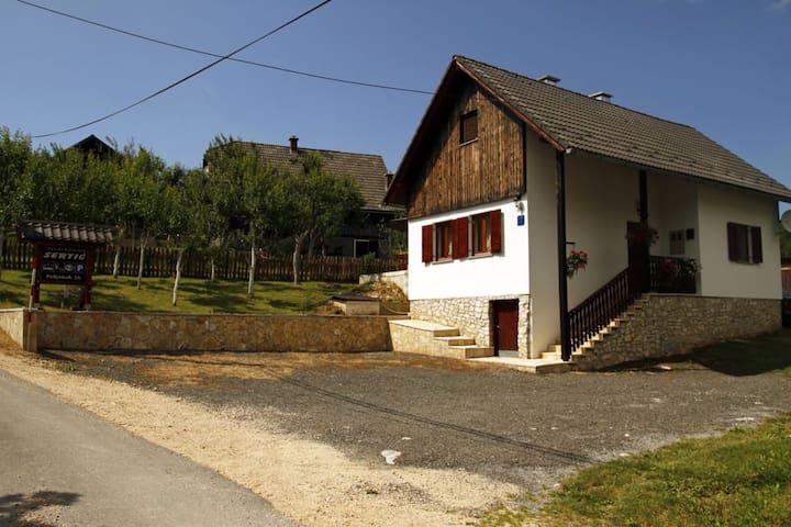 Plitvice Lakes Apartman Sertić - Plitvička Jezera - Casa