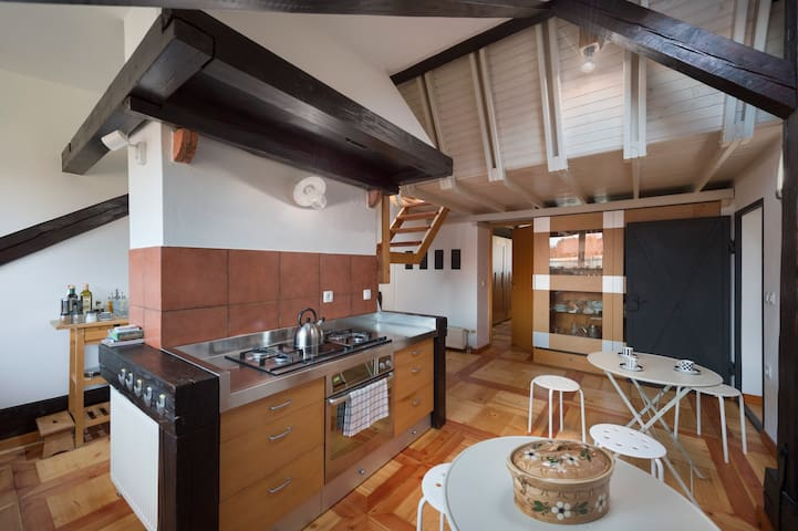 Kitchen fully equipped with all the essential cooking and cleaning facilities.