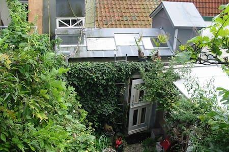 High sleeping in cosy gardenstudio  - Utrecht