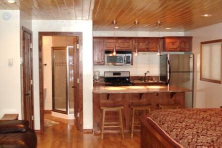 Streamside Condo  - Appartement