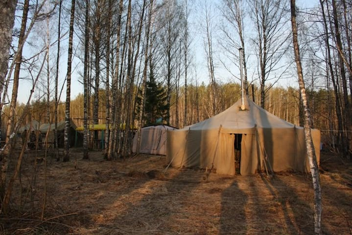 Палатка в осеннем лесу - Москва - Stan