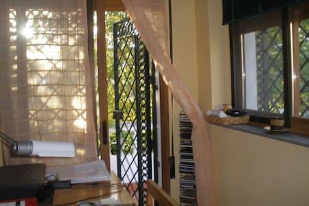 Habitación amplia con terraza - Cenes de la Vega - ที่พักพร้อมอาหารเช้า