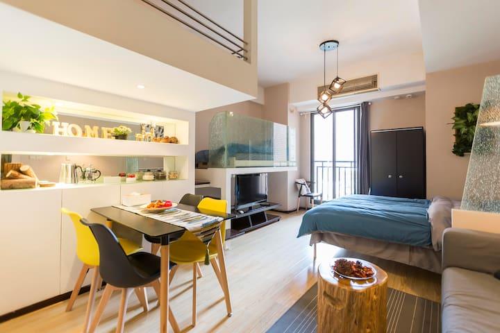 Jing'an 3-Bed Designer Loft w/ Garden View - Jingan Qu - Appartement