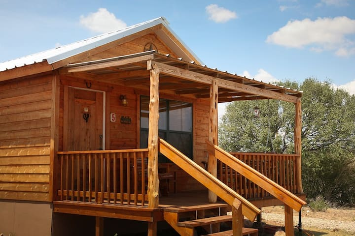Absolutely Charming Rockview Cabin 5, Spectacular Views of Enchanted Rock!
