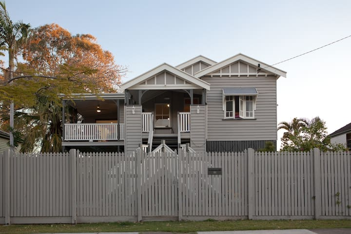 Character Renovated Queenslander - Chelmer - Rumah