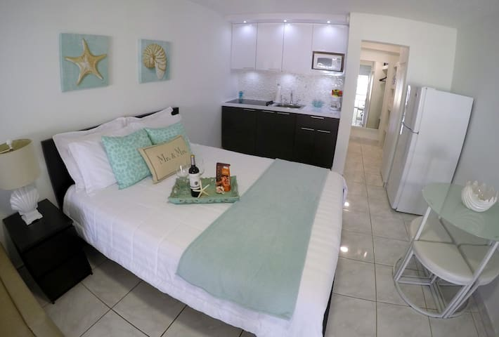 Ground floor studio in front of pool and steps to direct and private access to the beach.