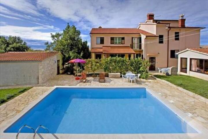 Villa Regi, Blue pool apartment 2+2