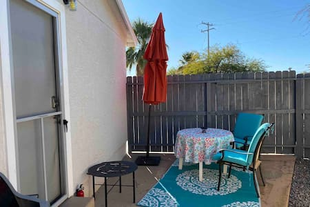 Private Phoenix Pet Friendly Casita great location