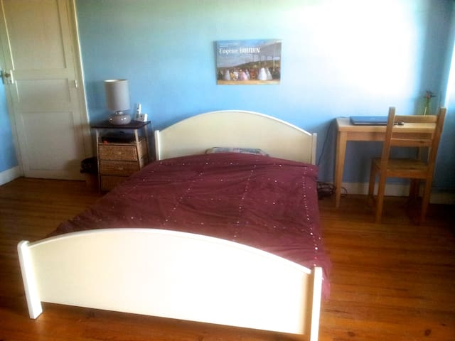 Grande chambre calme avec petit déj - Oloron-Sainte-Marie - Talo