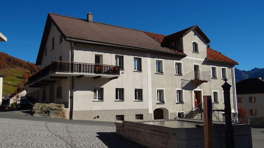 Ferienwohnung im Dorfzentrum von Ftan (Engadin) - Ftan - Lägenhet