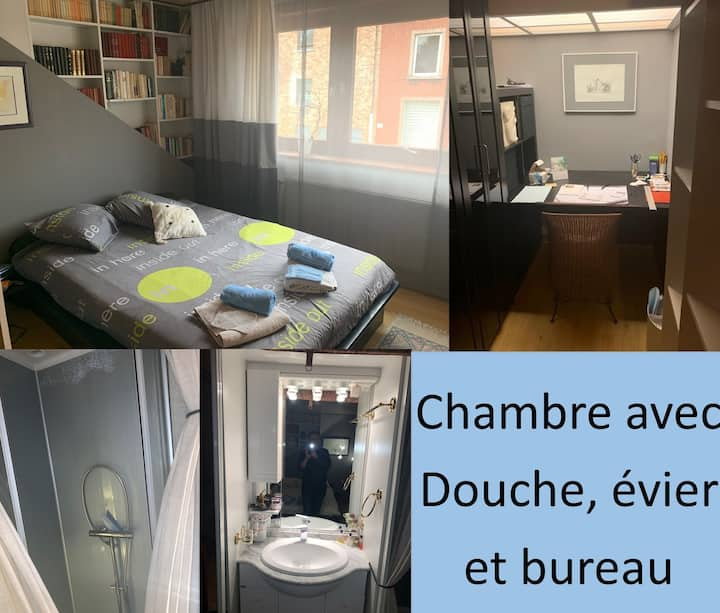 Chambre d'Hôte l'Ecureuil avec douche et bureau