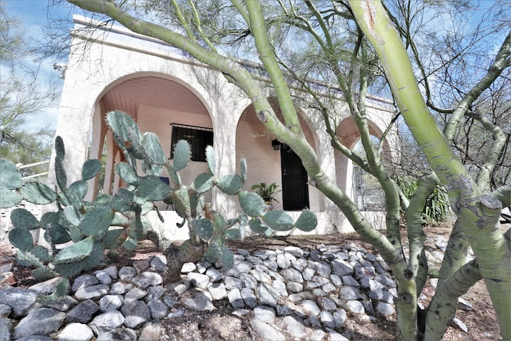 Peaceful, newly remodeled Casita | dog friendly
