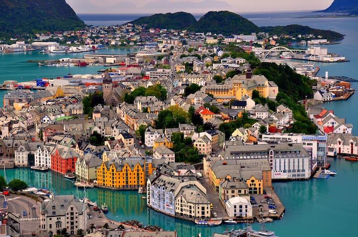 CITY CENTER 100% -MODERN -TRENDY -CLEAN -2 bedroom - Ålesund - Lägenhet