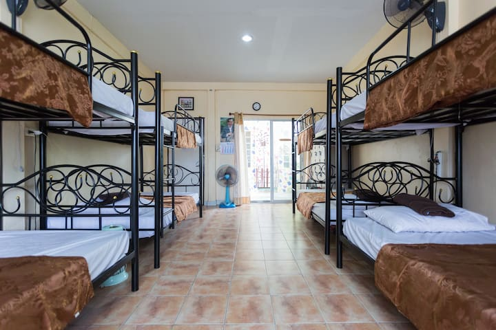 Mixed Dorm Comfortable beds &safe home - เขตคลองสาน - Ev