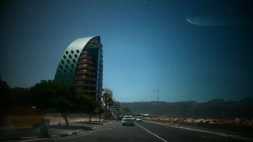 Beachfront and mountain view flat - Kaapstad - Appartement