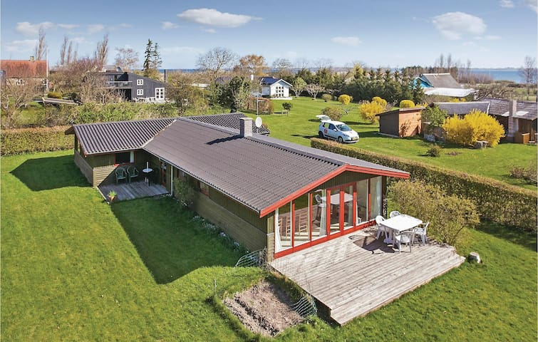 Holiday cottage with 3 bedrooms on 103m² in Fejø