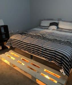 Hidden 2 bedroom Gem with Light up King size bed.