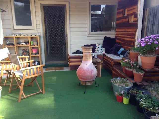 Cozy home with backyard - Brunswick - House