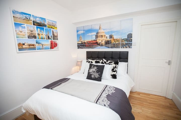 Charming City Apartment - Sleeps 6 - Bradford - Apartment