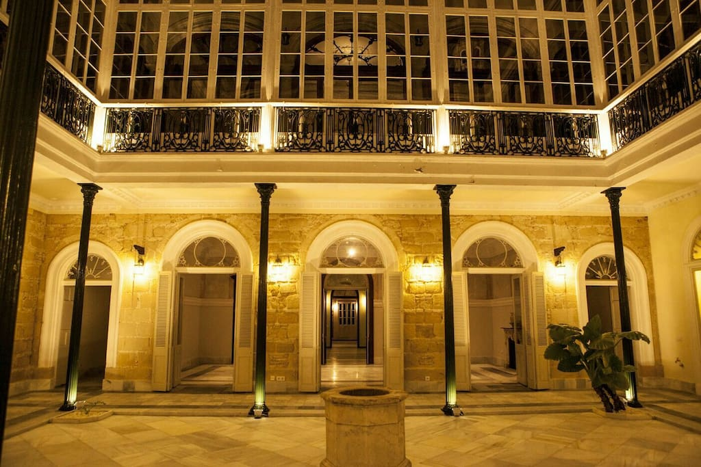 Casa palacio en pleno centro jerez parking casas en alquiler en jerez de la frontera al espa a - Alquiler casa jerez ...