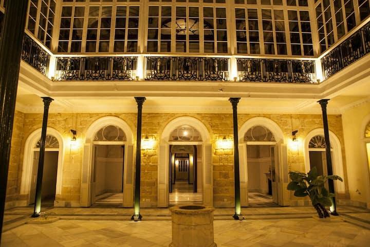 Casa palacio en pleno centro Jerez + Parking