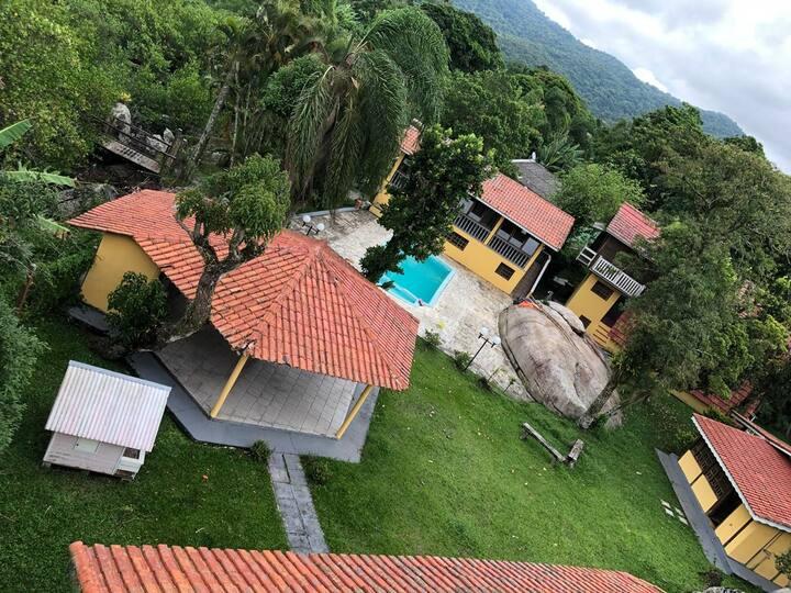 Casas com piscina e trapiche em Antonina PR, 14 p
