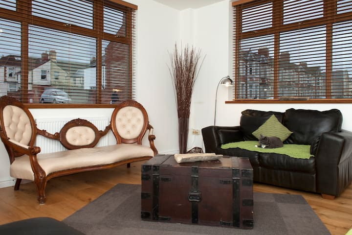 Bright,dbl with wifi and view - cardiff - Haus