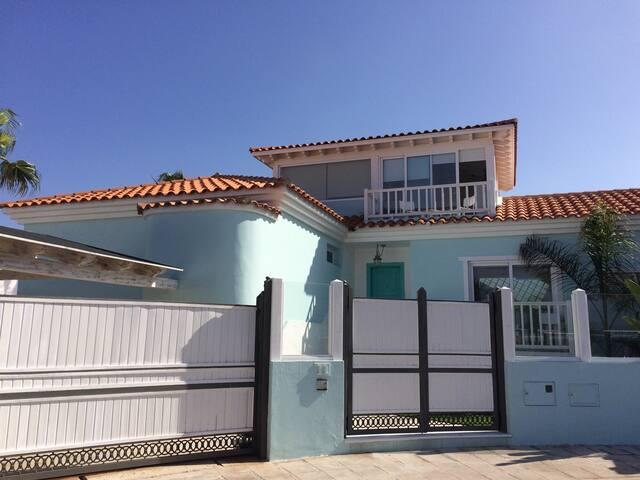 Calle Alga - 5 Bedroom Villa Near the Beach