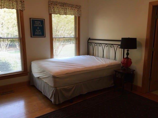 1st Queen Room