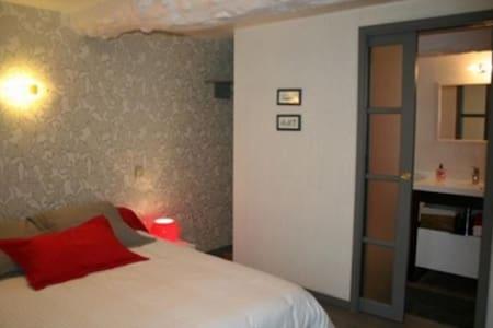 Les chambres de La Fontaine - Chavagne - Bed & Breakfast