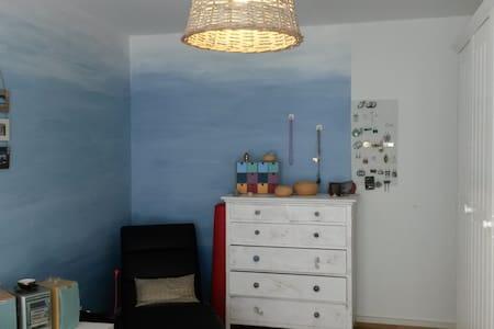 Gemütliche 2-Zi-Whg. mit Sitzplatz - Basileia - Apartamento